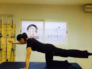 Ejercicio de Pilates Quadruped Series