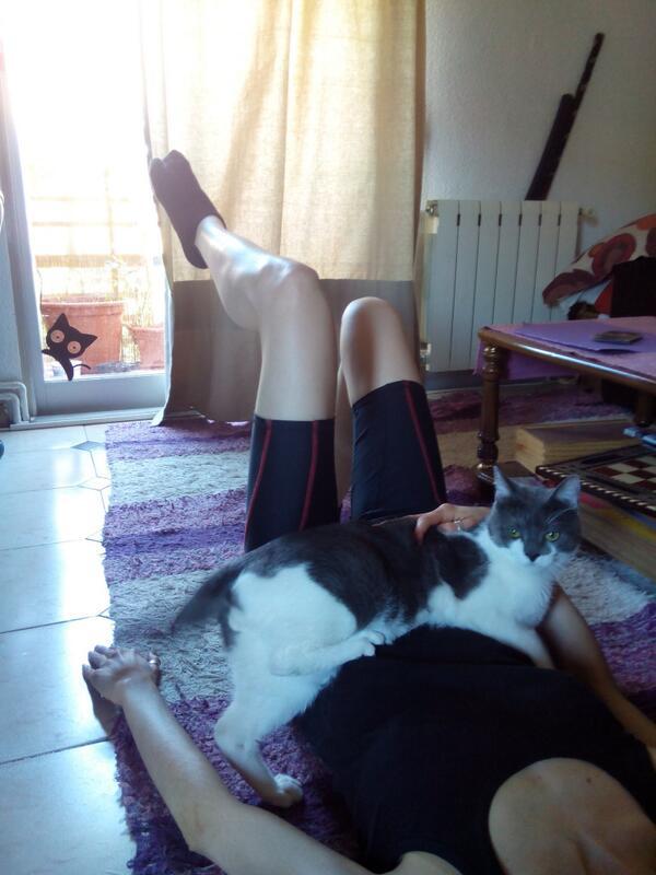 Lara Moyano y Gato en el reto de Pilates