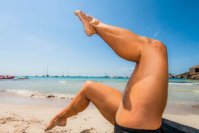 Pilates en la playa: spine corrector bicycle