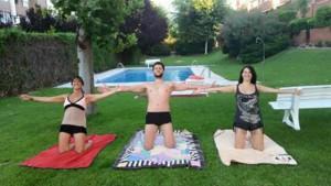 Jose Antonio García, con la ciudad casi vacía, aprovecha el calor y la piscina para este trío pilatero #PilatesAndFriends