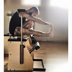 Carlos Marín de EPCM Pilates en la silla