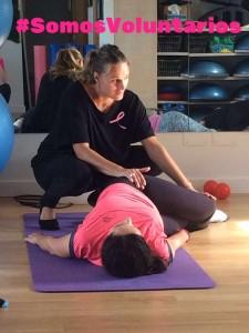 Natalia Testón, mentora de Polestar Pilates, ofreciendo un taller para pacientes oncológicos en Santander